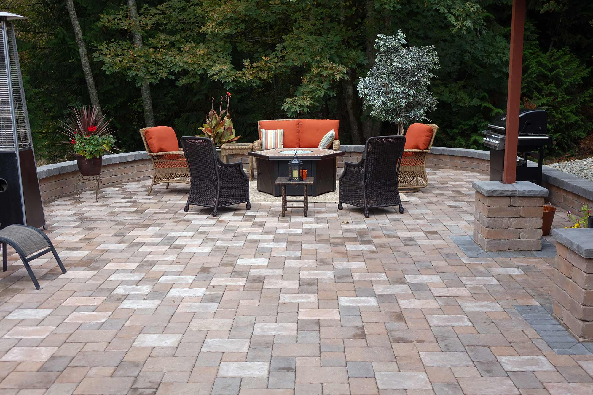 Dominion Slate paver patio with Tuscan stone seating wall