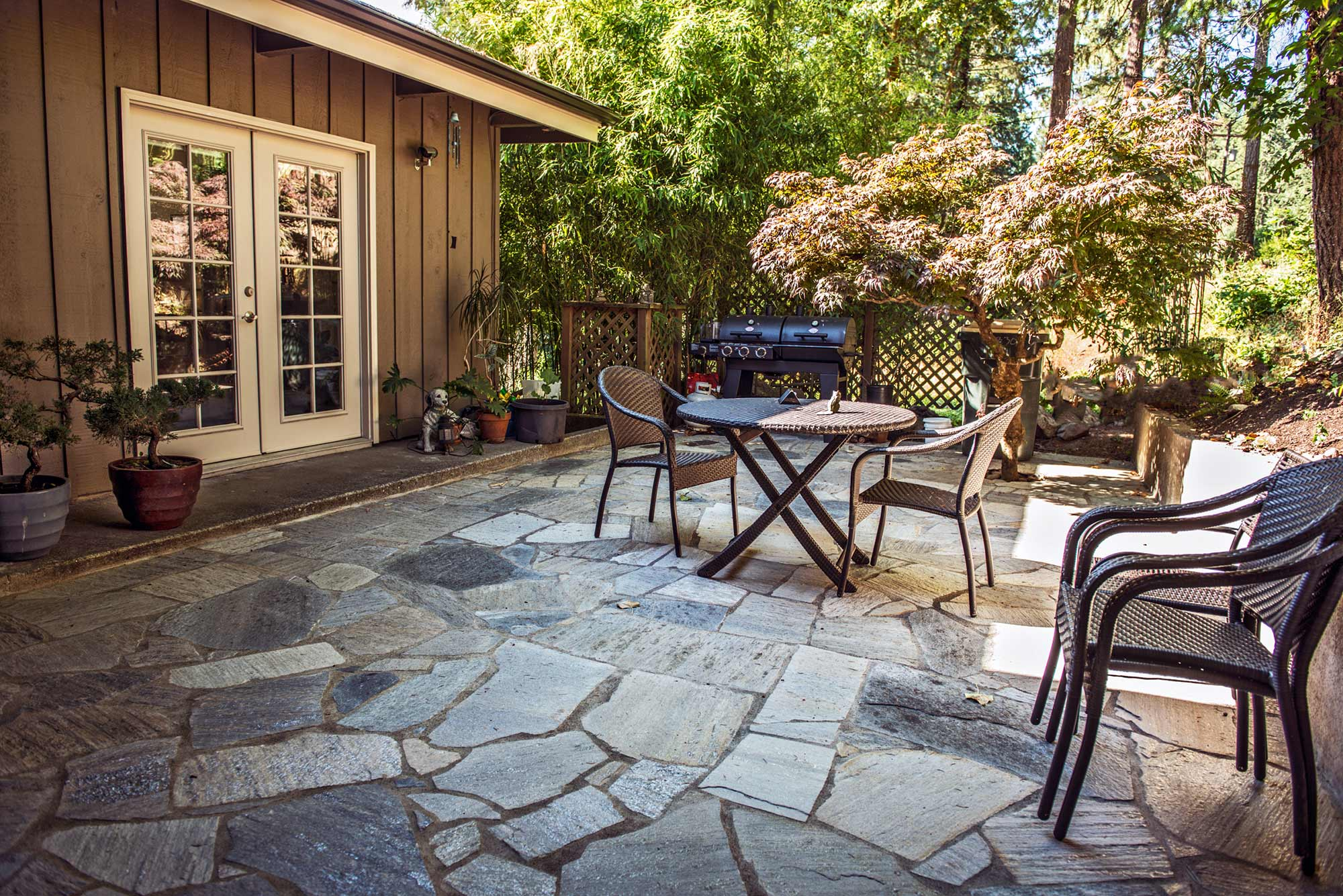 charcoal mica flagstone patio