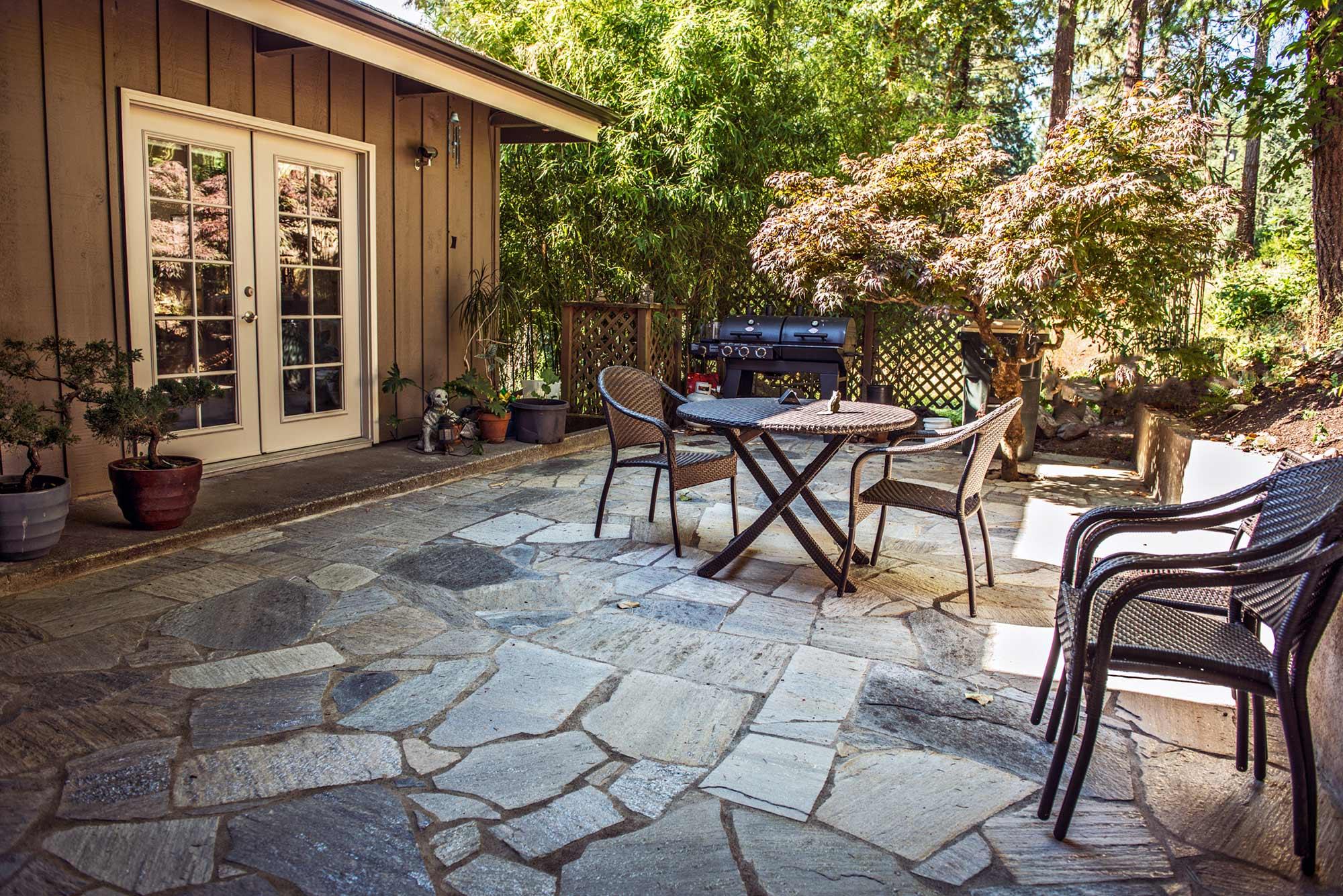 charcoal mica flagstone patio